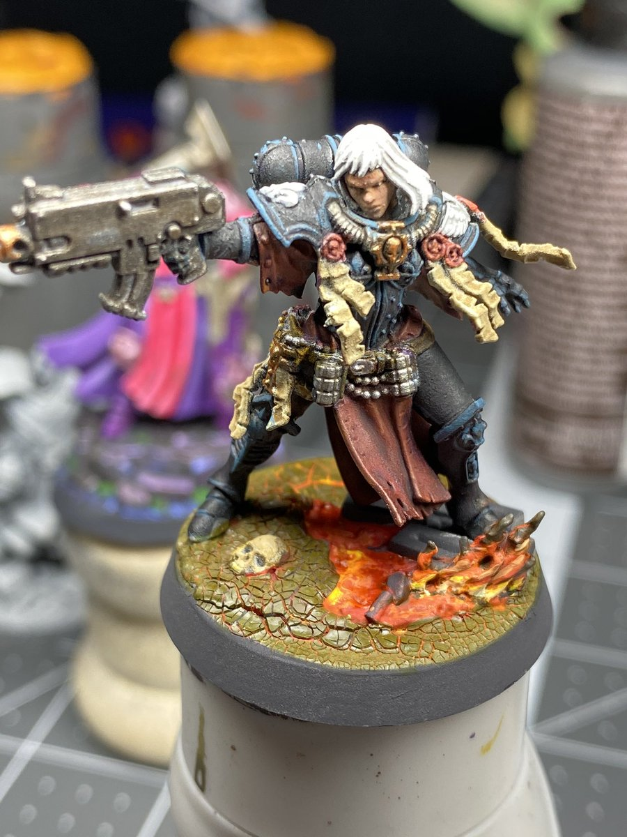 I honestly think Tariana Palos is one of my fave minis I've painted.  #warmongers #warhammercommunity #sistersofbattle #warhammer40k https://t.co/L23Q14RBD7