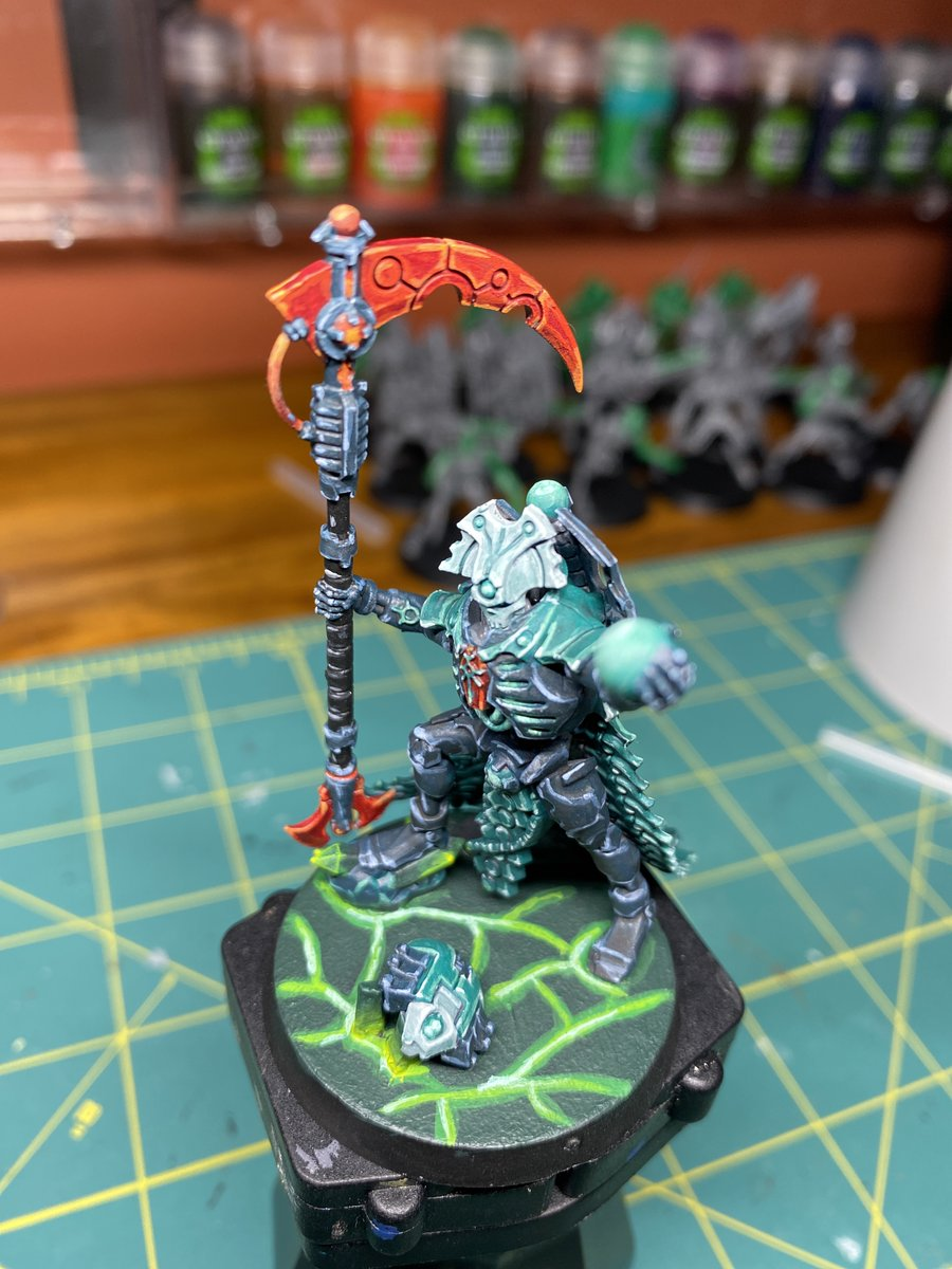 @WarComTeam Latest glowing blade I worked on was  for a Tsarakura Dynasty overlord . I just need to finish basing him #WarhammerCommunity #Warmongers #necrons https://t.co/vbgSQCSFUE