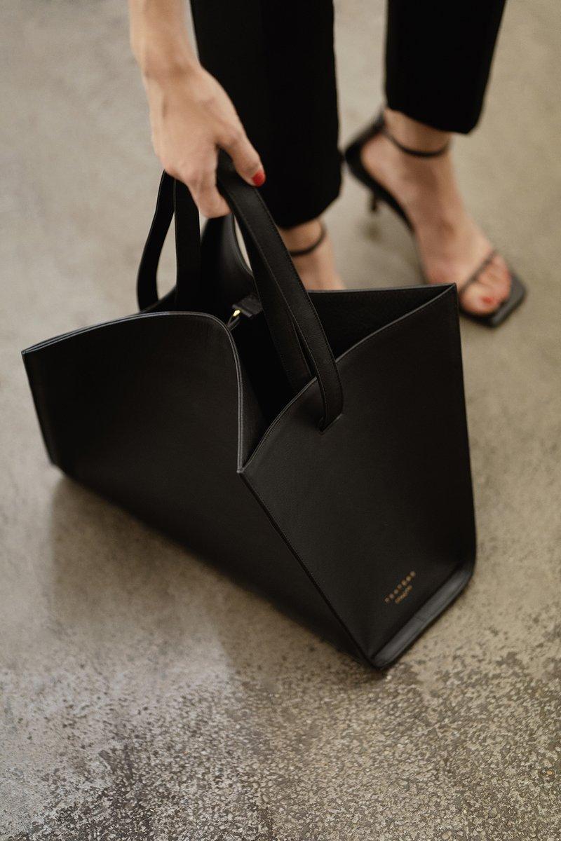 ANNEX you are on my bucket list! #TSATSAS new tote bag - a visual challenge with an architecturally #modern #design! https://t.co/J2QcND6LyE  #infurmagazine #infurmag #leatherbag #ootd #fashionstatement #accessories #luxuryaccessories #bag #bags #luxurybags #totebag #bucketlist https://t.co/GegmKv7ETz