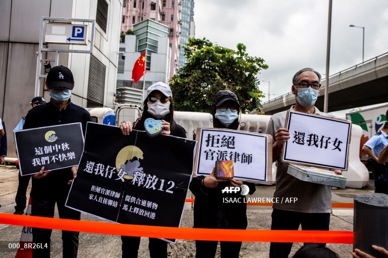 Families of detained Hong Kongers petition Beijing office #AFP  https://t.co/OTbHDTwtA5 📸 Isaac Lawrence https://t.co/2H48vTUDdk