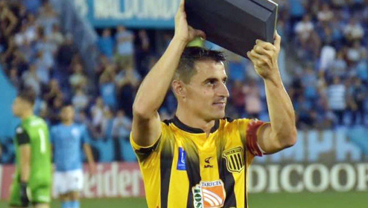 #Fútbol #Mercadodepases / Guillermo #Farré es nuevo jugador de #EstudiantesRíoIV. El volante ya se despidió de #Mitre. #Ascenso #PrineraNacional https://t.co/E0Hkiei2Ho