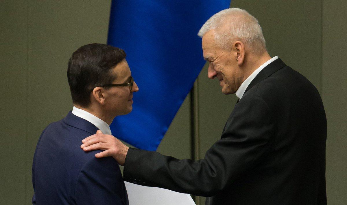 Wspominam dzisiaj mego Tatę.  To już rok minął, kiedy odszedł do lepszego, jak wierzymy, świata. Jaki był ten mój, nasz Tato?  Im więcej Go dzisiaj wspominam, tym bardziej doceniam  wszystko co dla mnie, dla nas, dla Polski uczynił.  https://t.co/cXVL7UQ8KR https://t.co/7zHjvf6IIp
