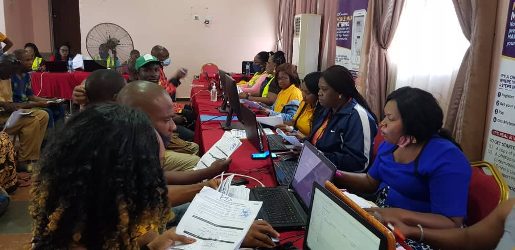 Live Update! Day 3 Mobile MAP Metering taking place in Mararaba. Come with a photocopy of your AEDC bill, passport photograph & a valid ID card. Meter cost: 1 phase (N48,263.38) & 3 phase (N89,069.33) NO MASK, NO ENTRY #Mararaba #GetMeteredWithMAP #MobileMAPMetering #AEDCMAP https://t.co/cfYp4OyCPq