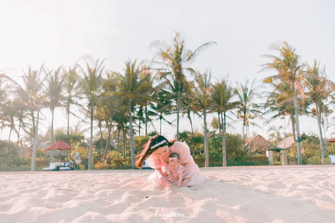 To most of us, the word 'Bali' conjures up images of exotic culture, swaying palm trees, and ocean's refreshing breeze by the shores. Such a perfect tropical family getaway.  Click: https://t.co/83nZz2ir82 —— 📷 by shandyaulia #StRegis #StRegisBali #LiveExquisite #DiIndonesiaAja https://t.co/ZZAjarhPIc