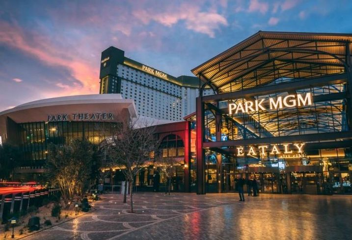 History is made TODAY! @parkmgm reopens as first Smoke Free resort on the Strip! Welcome back Park MGM!  @VitalVegas @LasVegasLocally https://t.co/GDacxIYNH8