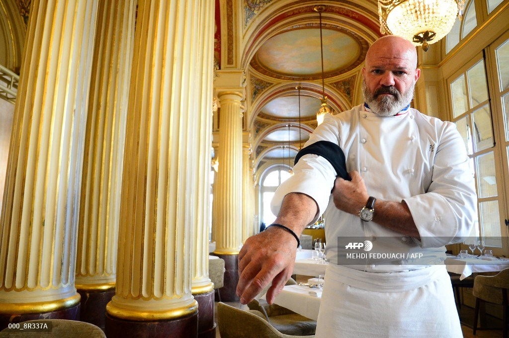 #France - French chef calls on kitchen workers to protest against Covid restrictions. #AFP  📸 Mehdi Fedouach https://t.co/cVCwNBq9s6