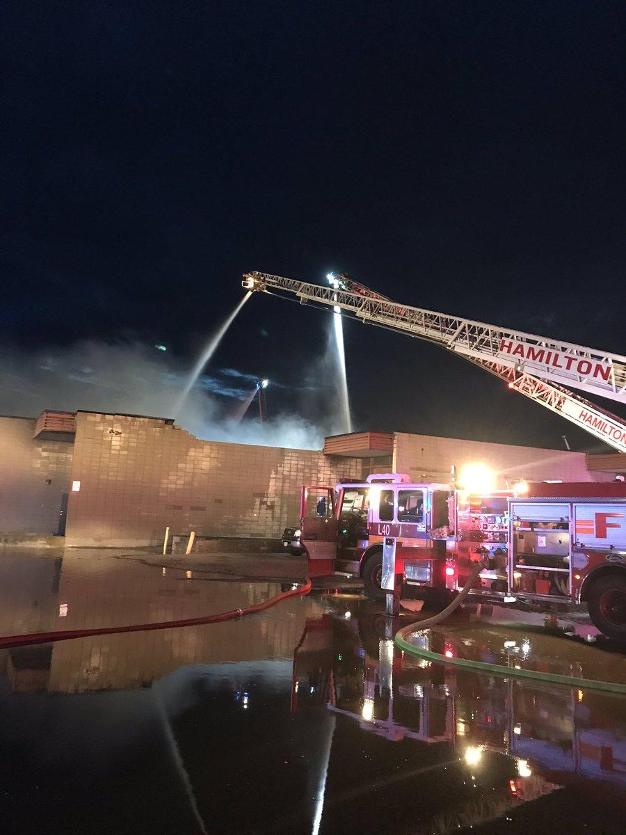 Massive industrial fire brought under control https://t.co/yhOHdoisvN via @bayobserver #Hamont #BurlOB #HamiltonFire #Parkdale https://t.co/eduXm8n6IW