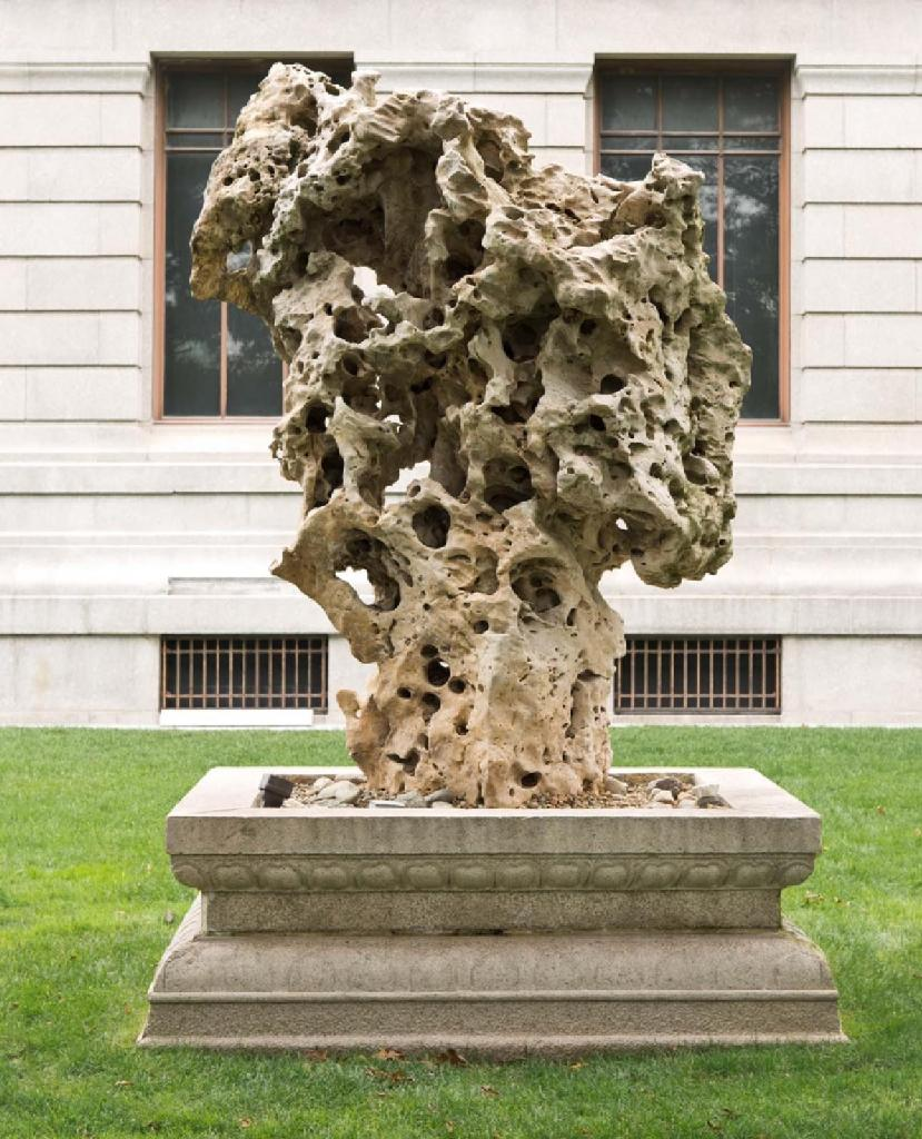 This week on our Art for This Moment blog, Nancy Berliner, Wu Tung Senior Curator of Chinese Art, considers this Qing dynasty Taihu rock with natural perforations on the Museum's Huntington Avenue Lawn: https://t.co/bVhRyKamvn https://t.co/wZu5vVe7GE