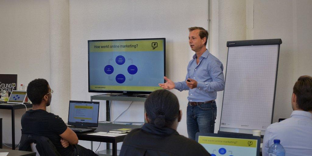 "test Twitter Media - Vorige week was de eerste trainingsweek in Rotterdam, met als onderdeel het Online Marketing Plan. En wie kan dat nou beter uitleggen dan co-founder @MarcPieterse3: ""Leuk om weer met zulke enthousiaste trainees aan de slag te gaan over de basis van online marketing!"". https://t.co/365s9a0yVp"