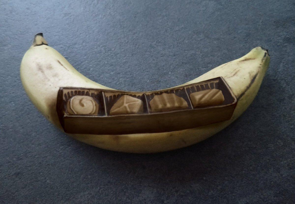 My momma always said...  #BananaOfTheDay #BananaArt #BananaBruiser  The banana is bruised. No ink is used. https://t.co/dPwEDSx2sd