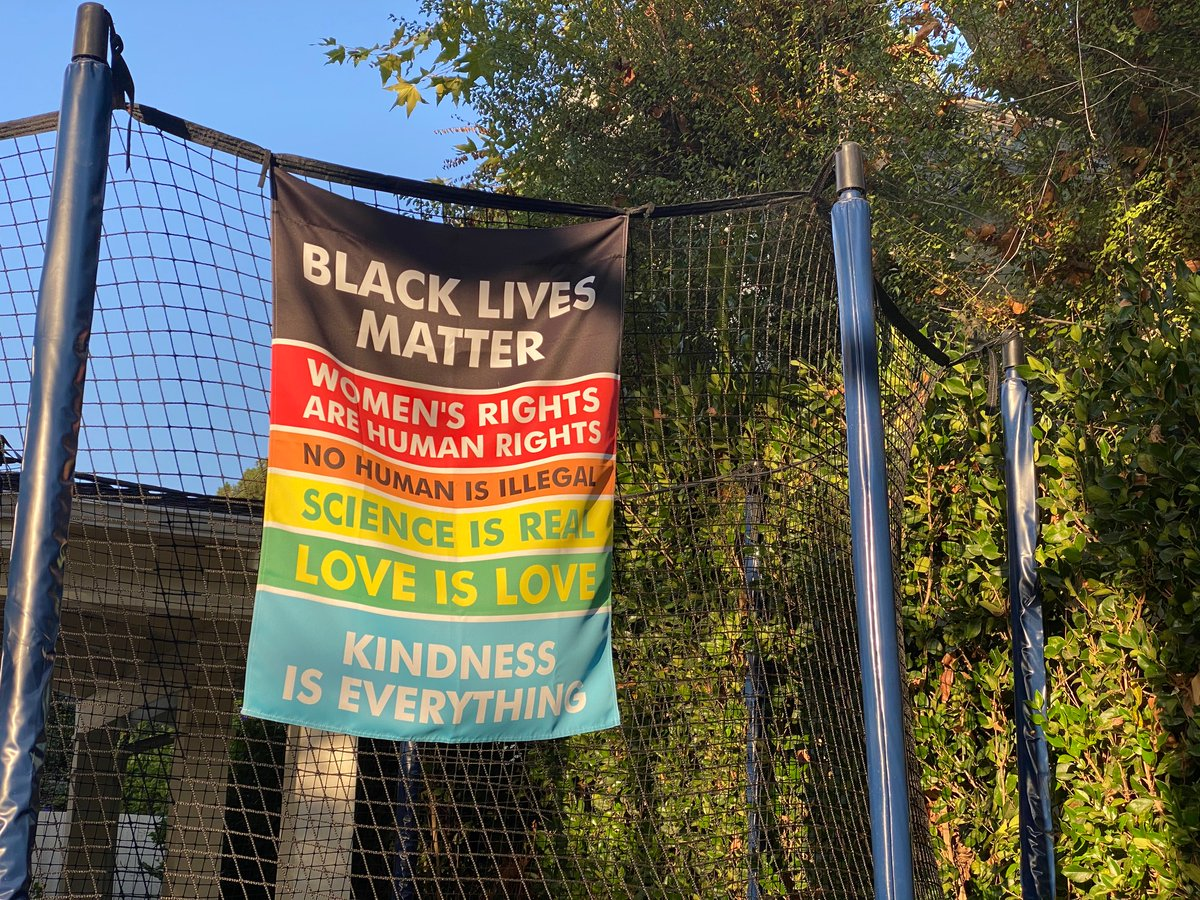 #BlackLivesMatter #BLM #justice #womensrightsarehumanrights #nohumanisillegal #scienceisreal #loveislove #kindnessiseverything #presence https://t.co/bGei4OC9a8
