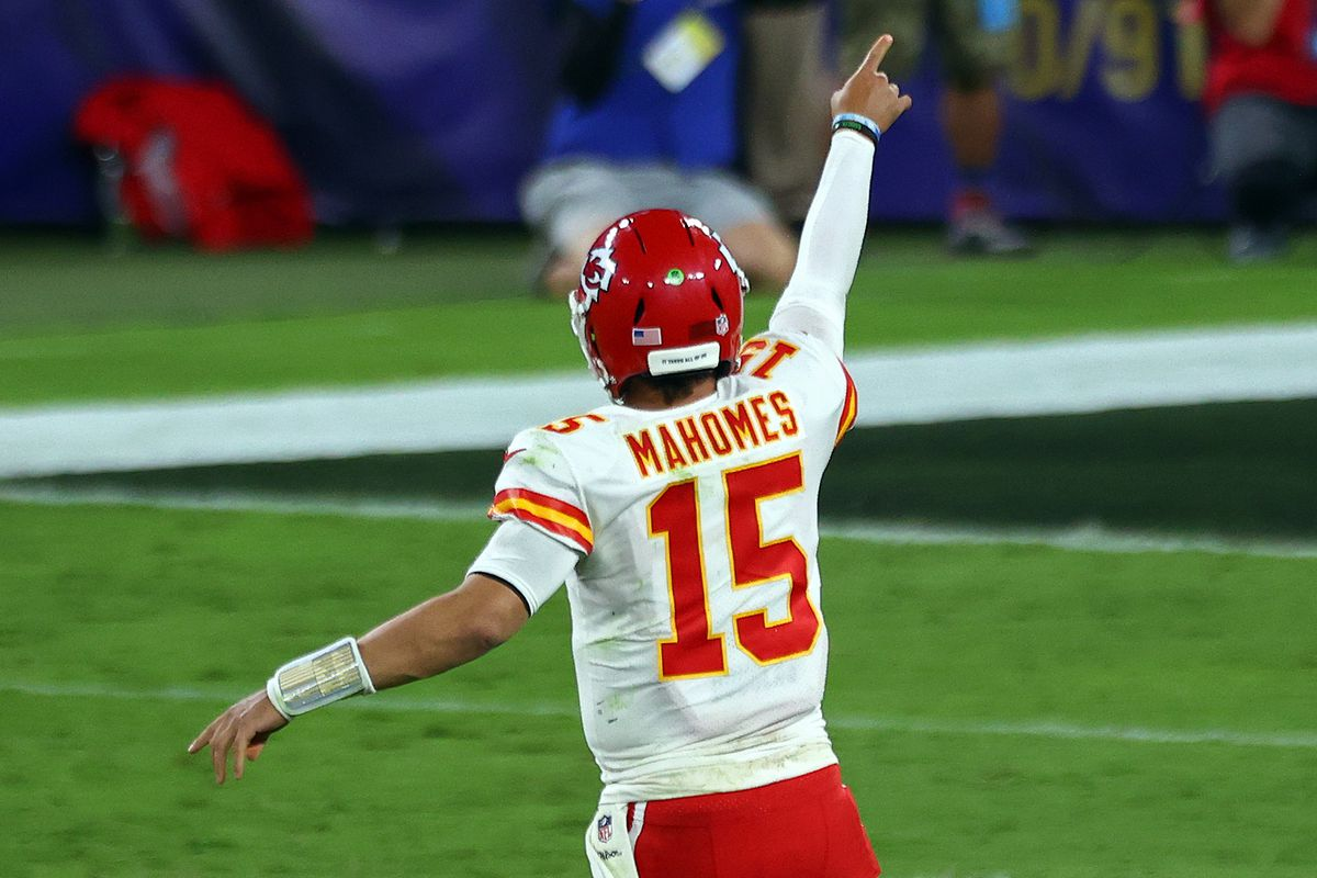 NFL Power Rankings, Week 4: @Chiefs take back throne.  The Chiefs went to Baltimore on Monday night and punched the @Ravens  in the mouth. The man landing the majority of those uppercuts was of course the great #Mahomes, who accounted for another dominant performance. https://t.co/qw1qD6AERK