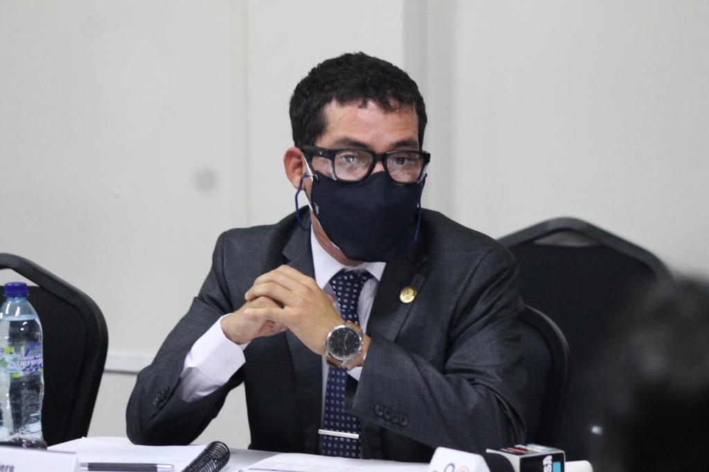 """test Twitter Media - Martínez indica que en el Centro de Gobierno tienen contratado a personal jubilado y a gente joven como él. """"Mi director administrativo tiene 31 años"""", dice.📸: José Orozco/LH https://t.co/FKEpf4e2vB"""