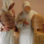 ちゃんと見えてる?1500年代の養蜂家の格好がちょっとホラー