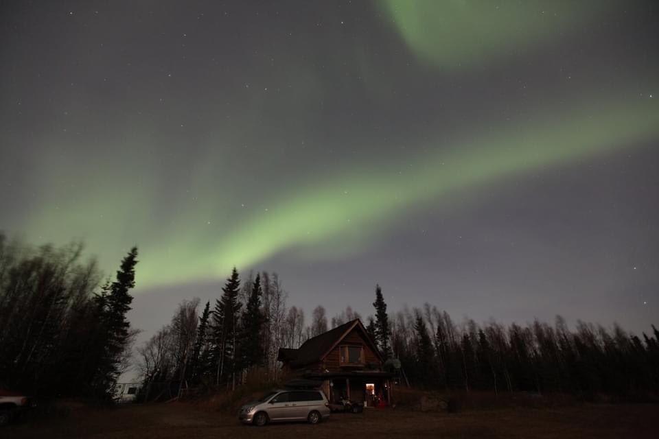 最近のオーロラは天気(邪魔します)に左右されます。 オーロラいいときにカラッと晴れて欲しいな。 #オーロラハスキーロッジ #オーロラ #aurora #フェアバンクス #アラスカ #ブッシュクラフト #キャンプ好きと繋がりたい https://t.co/7VGLjdCQ64