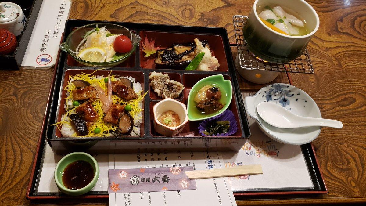 今、仕事で福島県にいるんだけど昨日食べた  「饅頭の天ぷら」が忘れられない  福島名物の薄皮饅頭を天ぷらにし、なんと七味醤油をつけて食う  マジかよ…と疑いながら食べると甘いあんこにピリッとした風味と醤油の塩味がなんとも合い、ビックリするほど旨い  心の中で土下座しました、ありがとう福島