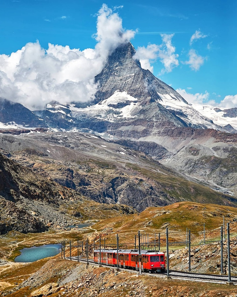 The views from #Gornergrat are simply out of this world! We loved riding the railway to the top, but we have yet to sleep under the stars at 3089 meters above sea... 🇨🇭  #zermattmatterhorn #valaiswallis #InLoveWithSwitzerland