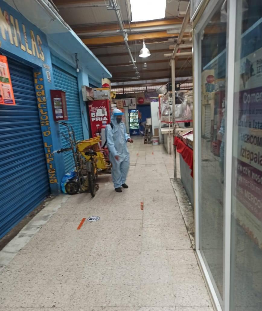 Para frenar las cadenas de transmisión del #COVID19, continuamos con labores de sanitización en diversos espacios de la @Alc_Iztapalapa; en el Mercado #GuadalupeDelMoral se llevó a cabo desinfección de pasillos.  #RetoIztapalapaCeroContagios #MeCuidoYTeCuido #JuntosLoVamosALograr https://t.co/phwkb5NUpo
