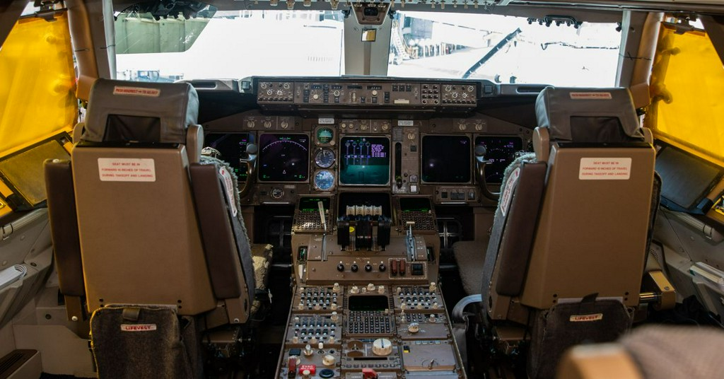 Explore the gauges, levers, and history of a 747′s iconic cockpit https://t.co/HymvDSXTch https://t.co/TQ9PNpx4GA