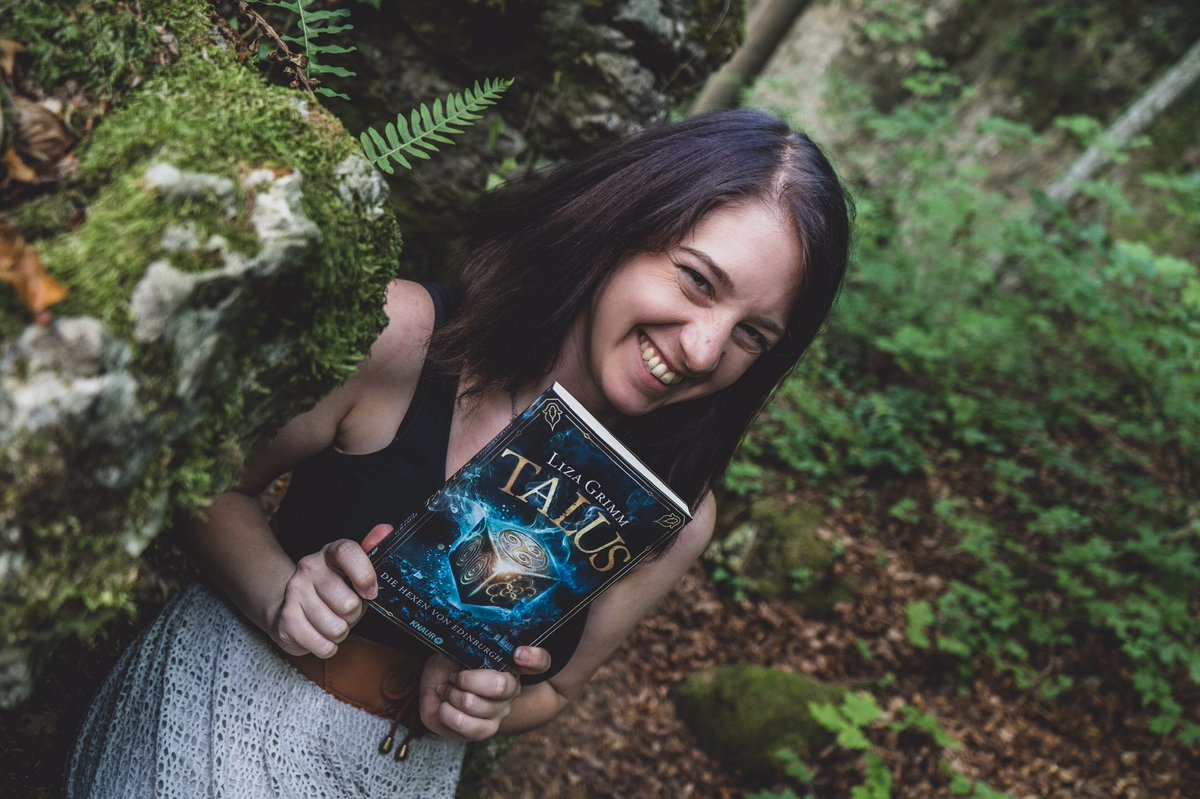 RT @TheLizaGrimm: HAPPY BOOKBIRTHDAY TO ME 😭🥳 https://t.co/T9F0w2w8K7
