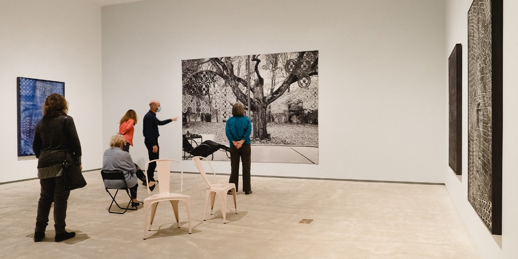"""Sunny Kerr, Curator of Contemporary Art tours a small group through """"Shannon Bool: Modernism and Its Discontents.""""  #visit #freeadmission #shannonbool #contemporaryart #artmuseum https://t.co/cdcrxG8fXI"""