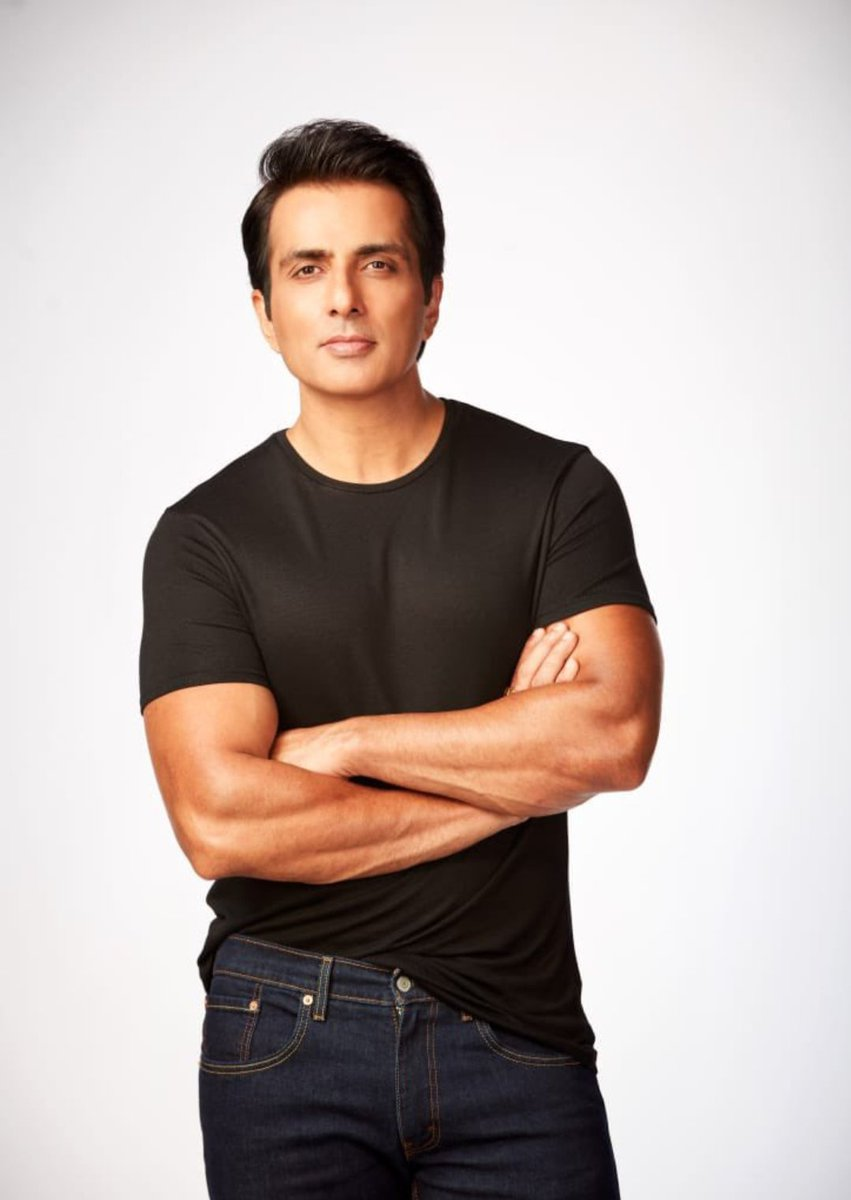 @SonuSood congratulations Sonu sir for being honoured you by UN for  great job.#SonuSood honoured by United Nations Development Programme with the SDG Special Humanitarian Award. He joins the league of Angelina Jolie, David Beckham and Leonardo DiCaprio https://t.co/41clVLOsu9