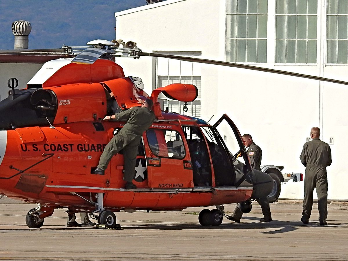 Crew of Eurocopter MH-65D Dolphin, US Coast Guard registration 6518, at USCG Air Station San Diego on 30 September 2020. There are 4 men in the photo. The two pilots are on the right. Can you find the fourth crewman? #avgeek #planespotting https://t.co/SMuDAws8fU