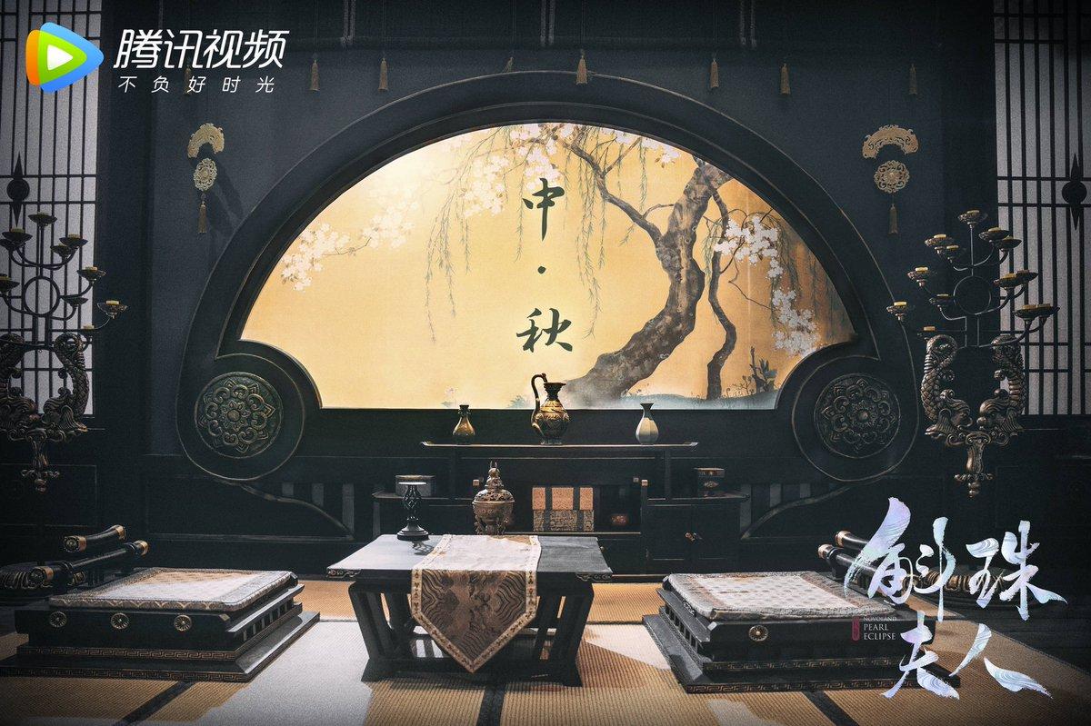 201001 #NovolandPearlEclipse #斛珠夫人 Weibo update |  คนสองคนและดวงจันทร์กลับมารวมตัวกันอีกครั้งและฤดูกาลที่ดีก็มีความสุขทุกปี 🌕เสี่ยวจูจู ขอให้ไข่มุก(Pearl) ในมือของคุณมีความสุขในวันหยุด 🤗  #หยางมี่ #杨幂 #YangMi https://t.co/OCnHjIFpk3