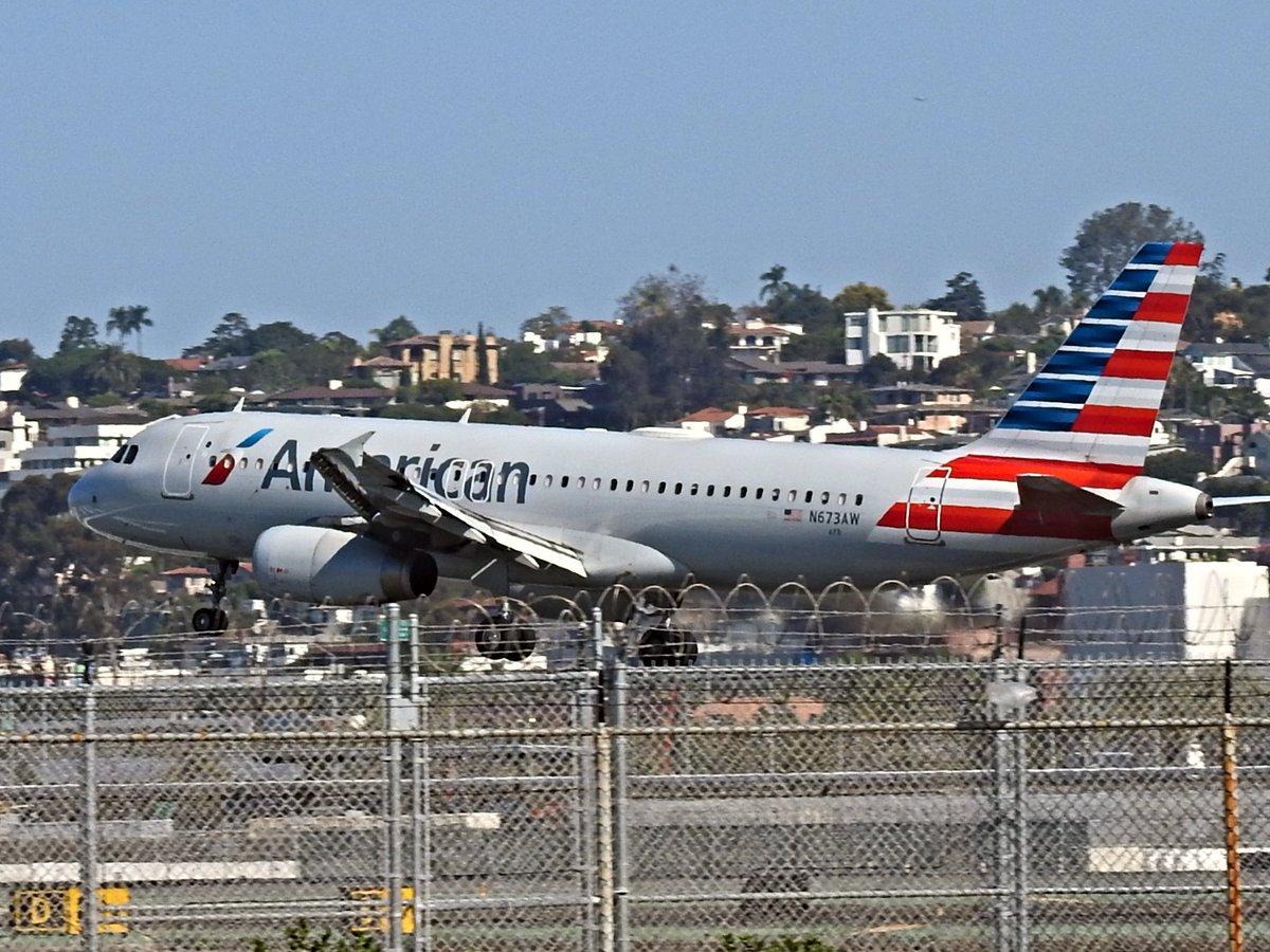 N673AW Airbus A320-232 operating as American AA438 landing KSAN runway 27 on 30 September 2020. #avgeek #planespotting https://t.co/iTXZblzTVJ