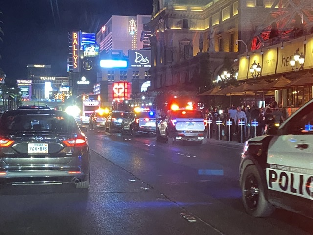 .@LVMPD has a large police presence on the Las Vegas Strip near @ParisVegas hotel and casino. Read More: https://t.co/sqgaWU03a7 https://t.co/Tp6QhoP2eG