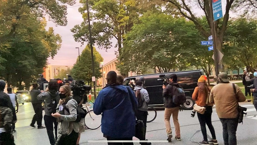 As Preparation Was Being Made For the Presidential Debate Held Yesterday Evening in the City of #Cleveland, #Ohio, a Driver in a Police Convoy Gave Peaceful #BlackLives Matter Protesters the Middle Finger.  Read here at: https://t.co/diZ9QXR7eS  #Election2020  / #WhileBlack / https://t.co/dhspbcJLEK