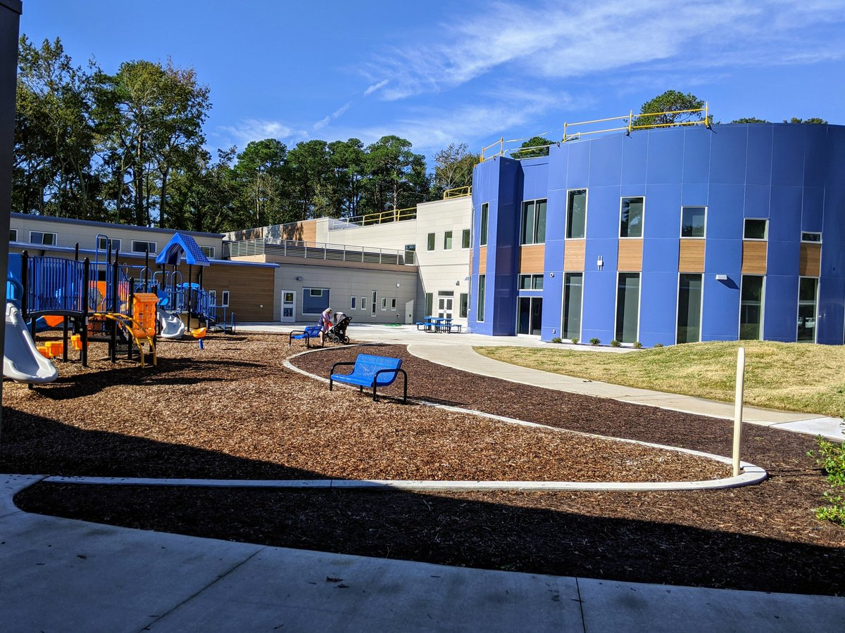 Was so excited to finally see the new @TESSeagulls Elementary!! Thanks to Dr. Z for letting us visit, and to all the staff for their hard work. Students were so engaged and it was a wonderful thing to see! #VBsafetogether #vbalwayslearning @BeachSupe @vbschools https://t.co/rmWAQ4Z051