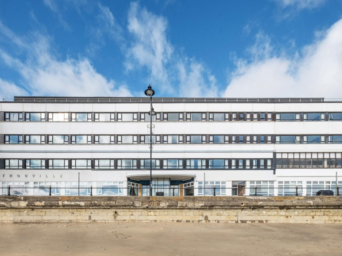 #ForSale: The Trouville Hotel, a popular seafront hotel located on the #IsleOfWight has been brought to market for the first time in 40 years.  More details on this fantastic opportunity 👉 https://t.co/EGoOfk8iLu  #Hotels #MarketUpdate https://t.co/Wwl6iWdxMX