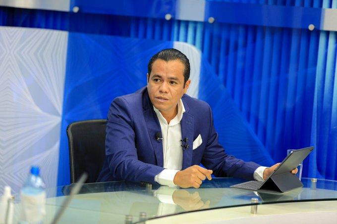 Ministro Zelaya se molesta por denuncia de no pagar salarios