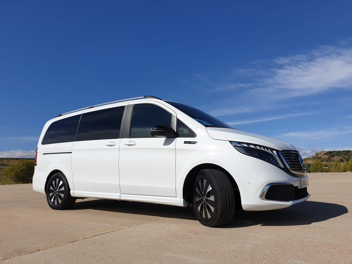 Hoy nos subimos a la Mercedes EQV y sí, al ser un EQ se trata de un modelo 100% eléctrico🔌  💯357 Kilómetros de autonomía 🧨204 CV 💪362 Nm de par motor  @MBenzEspana @MBenzES_prensa #MercedesEQ #EQV #EQ #Testdrive https://t.co/MevD5dz4Oe
