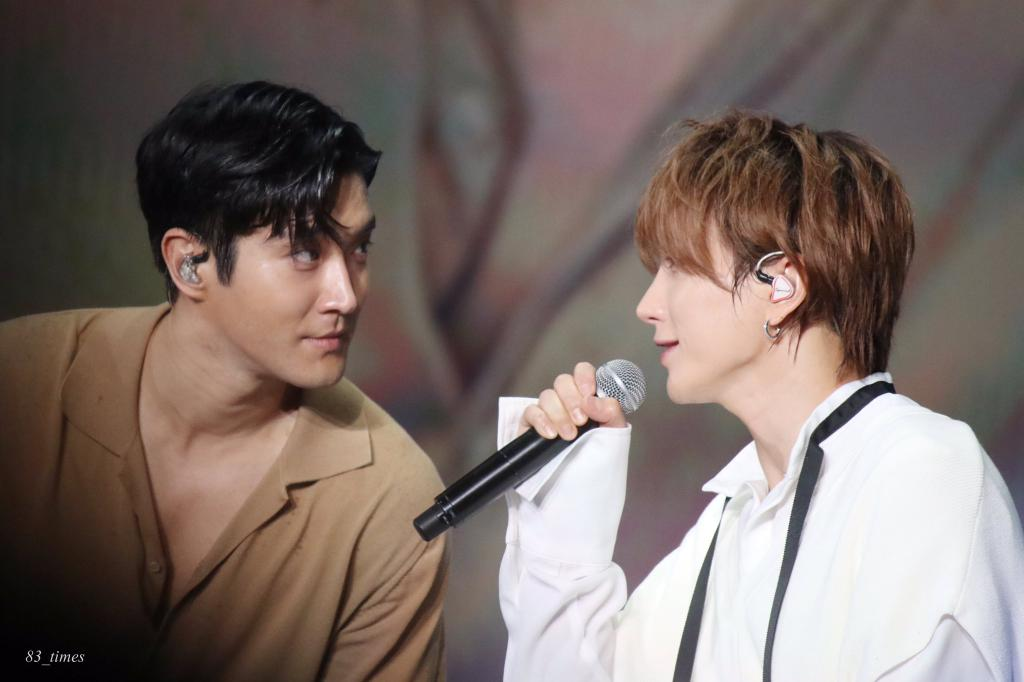 The way Siwon looked at Leeteuk, melt my heart 🌻💖 #WonTeuk #Siwon #Leteeuk https://t.co/uGWitWSayL