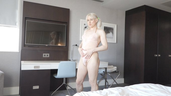 1 pic. I've been making horny shemale and tranny vids in the UK for the past 10 years and my content