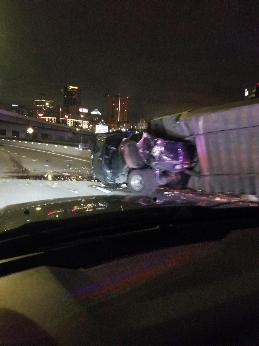 TRAFFIC ALERT: I-35E Southbound is closed at I-94 this morning for a rollover crash blocking traffic. 📷John Jorissen   https://t.co/nRvzgjAZq6  #sunrisers https://t.co/fwVvGMIjNa