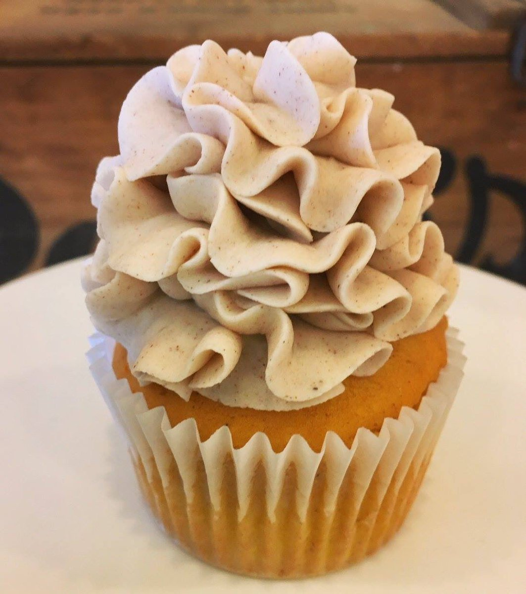 This weekend we can finally bring back our Cinnamon Pumpkin Cupcake. Place an order through our web store (FB/Website) or stop by this weekend for a fantastic fall treat! #pumpkin #cinnamon #cupcakes #october #fall https://t.co/YF4sfYGZ2F