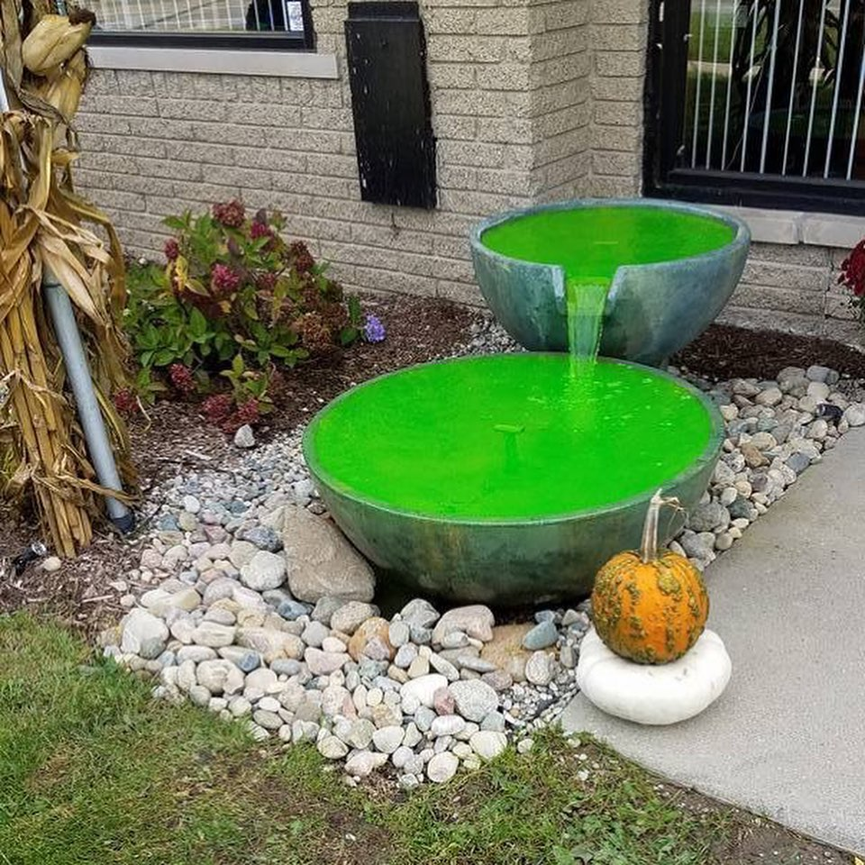 Happy October! And what better way to get in the spooky spirit than a water feature with creepy colors! 🕸🕷☠️🎃👻  #landscaping #fall #yard #puremichigan #grandrapids #waterfeature #fountain #ralandscaping #halloween https://t.co/9ph7JLLtlA
