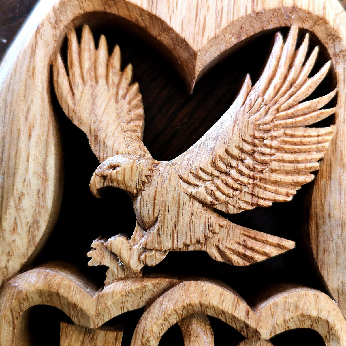Feature #carving upon a bespoke #lovespoon  https://t.co/pzixzuA3of  #americaneagle #woodcarving #eagleinwood #eaglecarving #birdsinwood #birdcarving #nature #lovenature #birds #america #eagle https://t.co/mlgpe10xHR