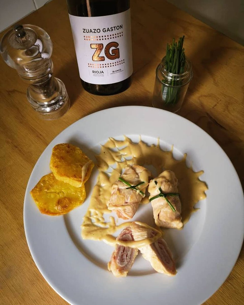 Otra deliciosa receta realizada con nuestro #vino blanco de @RiojaWine_ES #ZuazoGaston. 🤤  Rollitos de pollo con jamón y queso sobre salsa de yogurt.  ¿Queréis saber el resto de ingredientes y su elaboración? Solo tenéis que seguir este Instagram: mariajose.recetas 😉 https://t.co/fJJXFhAtSg