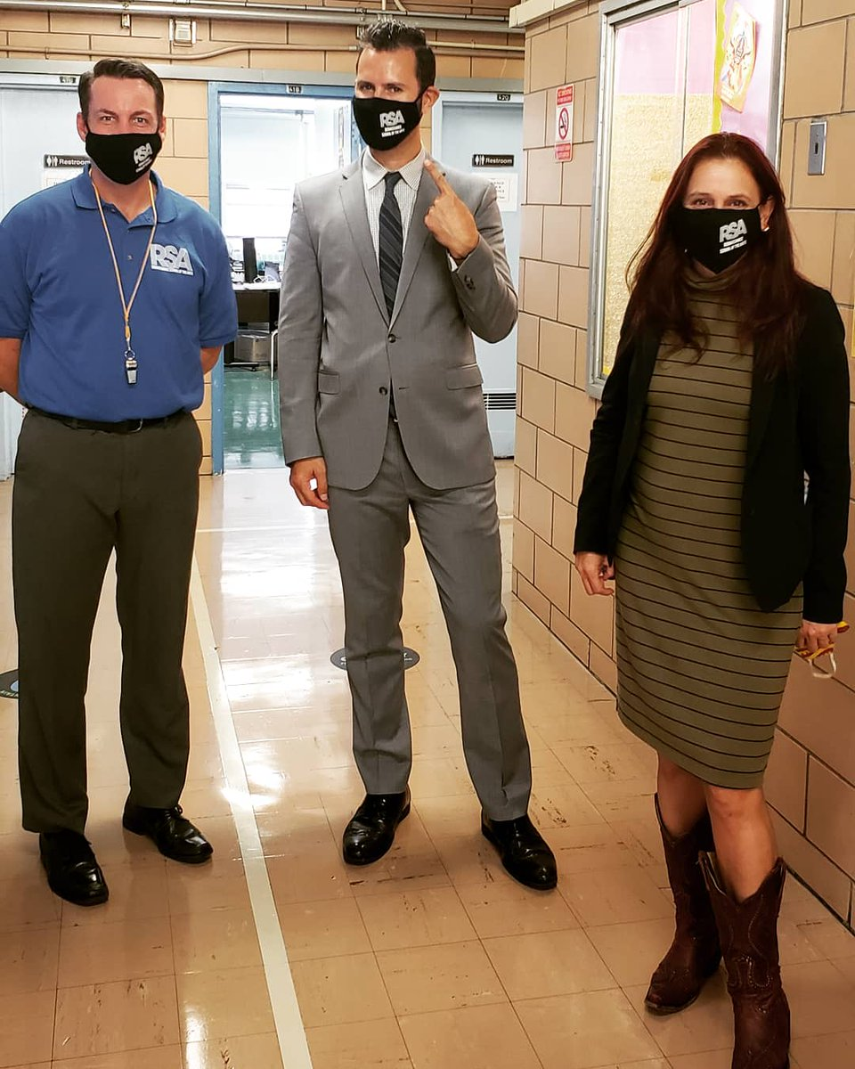 Thank you Superintendent @KristyDeLaCru15  and Deputy Superintendent @pretto_david for visiting #TheBESTPerfomingArtsSchoolinD4   CHECK OUT OUR MASKS!  #firstdayvisits #6ftapart  #UnityintheCommunity #Champions4Children #D4 #D4Strong #NYCpublicschools https://t.co/GVRt7DnE5r