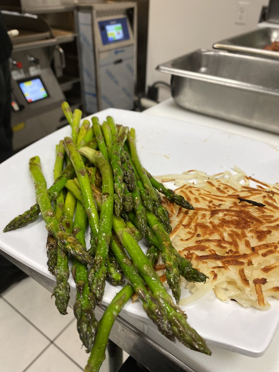 It's World Vegetarian Day, so to celebrate I made some hash browns and asparagus on the @TheTaylorCo double sided grill. Cooking made easy, best asparagus I've had. #foodandbeverage #grilled #veggies https://t.co/UYPDBs9l7L