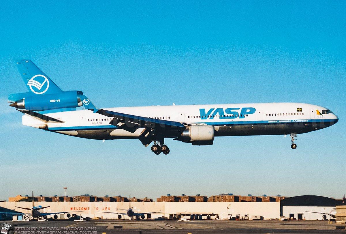VASP like a wasp. ✈️ #aviation #planespotting #planepotter #avgeek #avgeeks #airplane #airplanes #airport #aviationphotography #canon #canonphotography #jet #mcdonnelldouglas #md11 #newyork #jfk #jfkairport #throwback #throwbackthursday #tbt https://t.co/N51nlufrYa
