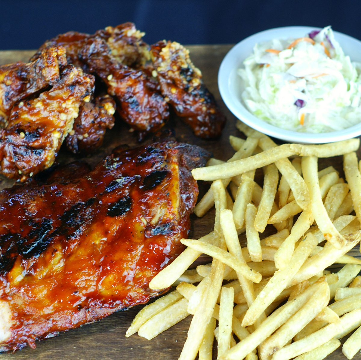 Do lunch with our Half Time Wings & Ribs. Get a Half Rack of Ribs, 6 Wings, Fries and Slaw – all for $24.  #GreatTasteIsJustTheBeginning #Ribs #HalfRackRibs #BBQ #BBQRibs #Wings #EatLocal #SouthFlorida #Lunch #BrusRoom https://t.co/nmWVgK4z3K