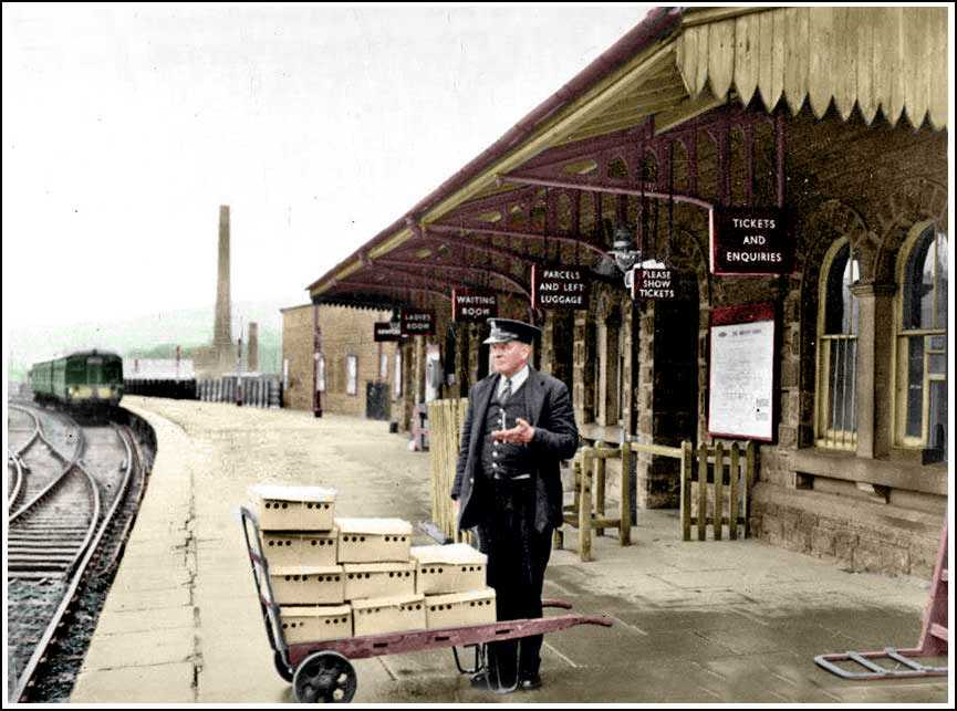 Day old chicks were often transported by train. Hayfield Station in the 1960s. Digitally colourised by https://t.co/AKNis5kvdz #Derbyshire #Hayfield https://t.co/q1Ye6o5okk