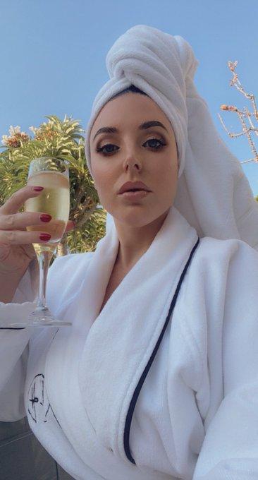 2 pic. Enjoying my champagne breakfast while being a cunt to you 👑  New SPH and CEI 👉🏻 https://t.co/J8uS9BjQ5V