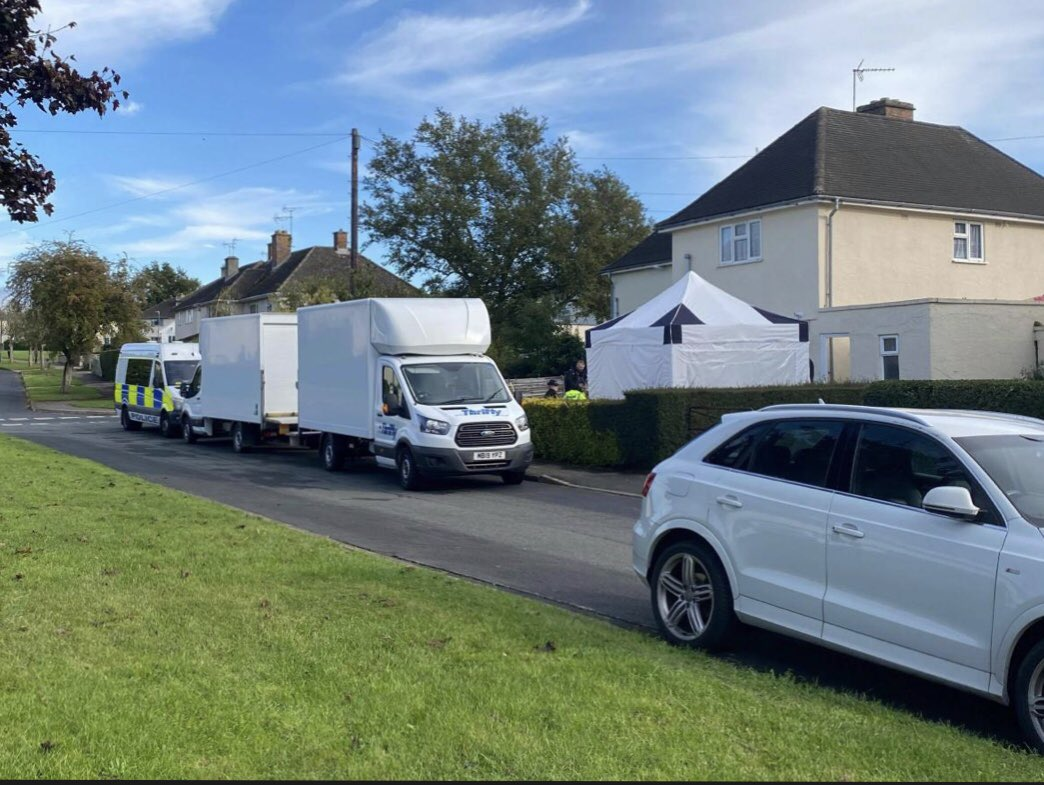 #Cirencester murder probe search in progress in Beeches estate today #Cotswolds #Gloucestershire https://t.co/dOl5BA2wAX