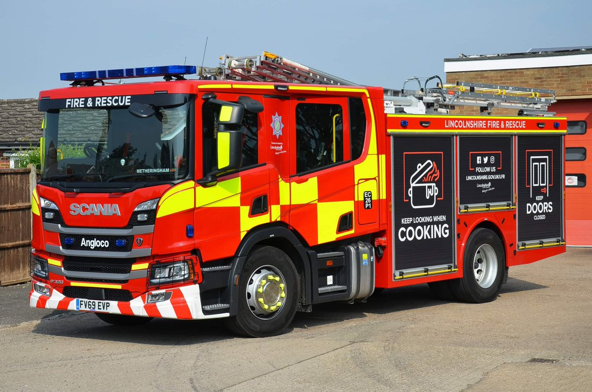 As today is #LincolnshireDay here is one of @LincsFireRescue very smart new @ScaniaUK P320/@Angloco bodied WrL/R's seen parked outside the front of Metheringham Fire Stn. Its 1 of 33 state of the art fire appliances currently being rolled out to stations with #Lincolnshire https://t.co/aBp3Fbgg79